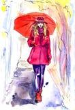 Den härliga kvinnan i rött gå i regnig dag parkerar in med paraplyet Arkivbilder