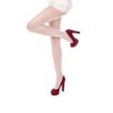 Den härliga kvinnlign lägger benen på ryggen i strumpor på höga häl Royaltyfria Foton