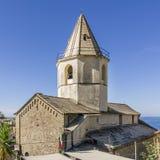 Den härliga kyrkan av San Pietro i Corniglia, Cinque Terre, Liguria, Italien arkivfoto