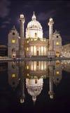 Den härliga kyrkan för St. Charles'sen i den Wien natten Royaltyfria Bilder