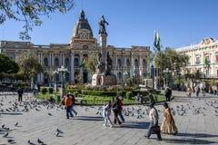 Den härliga lagstiftnings- slotten i plazaen Murillo i La Paz i Bolivia Arkivbilder