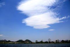 Den härliga lakeviewen i puzheheilänet, yunnan, porslin Royaltyfri Foto