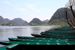 Den härliga lakeviewen i puzheheilänet, yunnan, porslin Arkivfoto