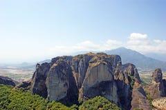 Den härliga landskapsikten av de fantastiska bergen och vaggar i Meteora, Grekland arkivfoto