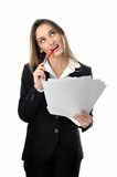 Den härliga le affärskvinnan med tomt undertecknar Royaltyfri Foto
