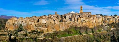 Den härliga medeltida staden Pitigliano på tuff vaggar i Tuscany, Ita arkivbild