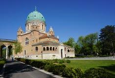 Den härliga Mirogoj kyrkogården på den soliga dagen Royaltyfria Bilder