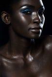 Den härliga närbildståenden blänker av afrikanska flickor royaltyfri fotografi