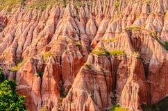 Den härliga röda ravin & x28en; Rapa Rosie & x29; från de Carpathian bergen Rumänien, Europa Royaltyfri Fotografi
