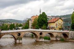 Den härliga Sarajevo latinska bron eller Princip överbryggar ärkehertigens lönnmordbron arkivfoton