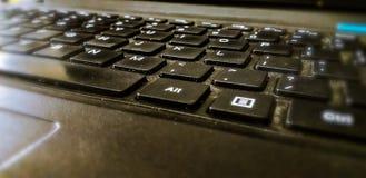 den härliga sidan av tangentbordet av en bärbar dator royaltyfria foton