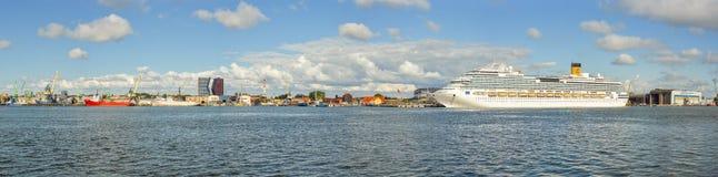 Den härliga sikten på den Klaipeda och Curonian lagun från Curonianen spottar, Litauen Royaltyfri Bild