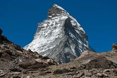 Den härliga sikten på snöig Matterhorn royaltyfri fotografi