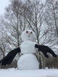 Den härliga snögubben med handskar kom med vinter fotografering för bildbyråer