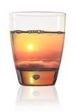 Den härliga solnedgången i ett exponeringsglas av bevattnar Fotografering för Bildbyråer