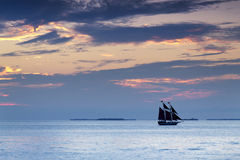 Den härliga solnedgången seglar i Key West Florida Arkivbild