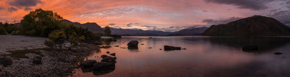 Den härliga solnedgångpanoramat beskådar laken Wanaka, Queenstown, ny Zeal royaltyfri foto