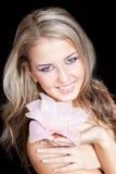 den härliga stora blonda brudtärnan hands pink Fotografering för Bildbyråer