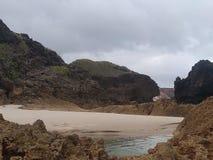 Den härliga stranden av den brasilianska kusten kallade Tambaba royaltyfri bild