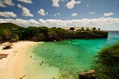 Den härliga stranden med turkos bevattnar i det karibiskt arkivbild