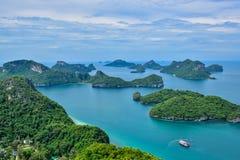 Den härliga Thailand seascapen av Angthong nationell marin- parkerar nära den Samui ön i golf av Thailand Royaltyfri Foto