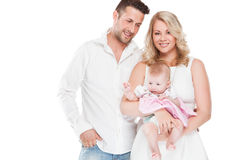 Den härliga unga familjen med lite behandla som ett barn Arkivbild