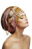 Den härliga unga flickan i en turban Royaltyfri Foto