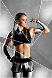 Den härliga unga kvinnan visar henne biceps Fotografering för Bildbyråer