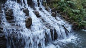 Den härliga vattenfallet royaltyfria foton