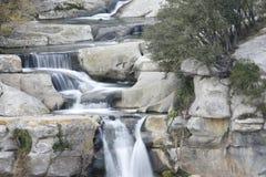 Den härliga vattenfallet 'saltar de Sallent ', arkivfoto