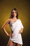 Den härliga yrkesmässiga dansaren utför latinodans Passion och uttryck Arkivbild