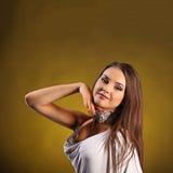 Den härliga yrkesmässiga dansaren utför latinodans Passion och uttryck Arkivfoton