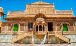Den härliga yttersidan av den Mandir slotten i Jaisalmer, Rajasthan, Indien Jaisalmer är en mycket populär turist- destination i  Arkivbild
