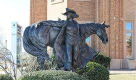 Den höga ökenprinsessan med häststatyn på det nationella cowgirlmuseet och Hallen av berömmelse Arkivbilder