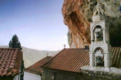 Den höga härliga kloster vaggar på, Grekland Royaltyfria Foton