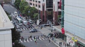 Den höga sikten av beskickningen och 4th gatainfektion i San Francisco på en eftermiddag pendlar stock video