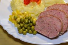 Den hönssnittgrönsaker och potatisen mosar Royaltyfri Fotografi