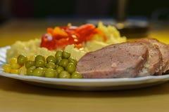 Den hönssnittgrönsaker och potatisen mosar detaljen Royaltyfria Bilder