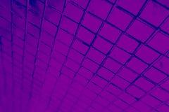Den h?rliga closeupen texturerar abstrakta tegelplattor och svart och purpurf?rgad bakgrund f?r v?gg f?r f?rgexponeringsglasmodel arkivbilder