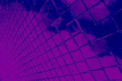 Den h?rliga closeupen texturerar abstrakta tegelplattor och svart och purpurf?rgad bakgrund f?r v?gg f?r f?rgexponeringsglasmodel royaltyfri fotografi