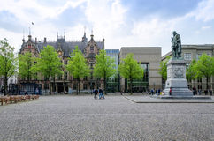 Den Haag, die Niederlande - 8. Mai 2015: Leute an Het Plein in Den Haag Lizenzfreie Stockbilder