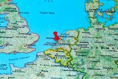 Den Haag, Nederland op een kaart van Europa wordt gespeld dat Stock Foto