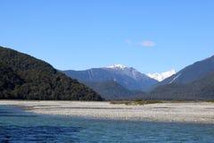 Den Haast floden, Mt-lösningen, Mt avvärjer, Nya Zeeland Arkivbild