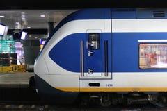 Den Hague, los Países Bajos, el 15 de febrero de 2019: Una vista lateral de un esprinter del tren del NS imagen de archivo libre de regalías