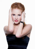 den haired skönhetglamouren gör red upp kvinna Royaltyfria Bilder