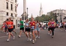 den half london maratonen parkerar kungliga löpare Royaltyfri Foto
