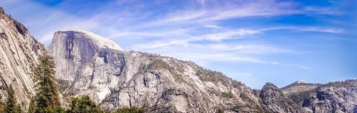 Den halva kupolen vaggar i den Yosemite dalen Kalifornien 2007 januari nationalpark tagna USA yosemite Fotografering för Bildbyråer