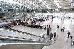 Den Hamburg flygplatsen kontrollerar in Arkivbilder