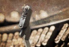 den 1/2 hammaren - gammal manuell skrivmaskin - värme filtret Royaltyfri Fotografi
