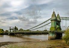 Den Hammersmith bron royaltyfria foton